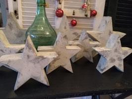 Stoere sterren van gepatineerd resin om leuk mee te decoreren, mooi op tafel, vensterbank of buitentafel met allemaal lichtjes ertussen