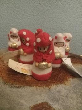 Schattige kerstpop van hout en vilt, hoogte 7 cm, prijs per stuk