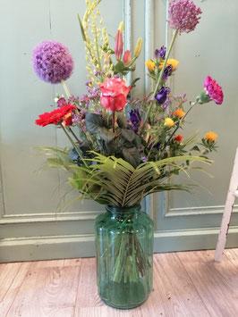 prachtige grote brocante geschulpte vazen! Geweldig voor een plukboeket, droogbloemen, met een beetje schelpenzand en een kaars een prachtig windlicht! Afmetingen 30 x 18 cm, prijs per stuk