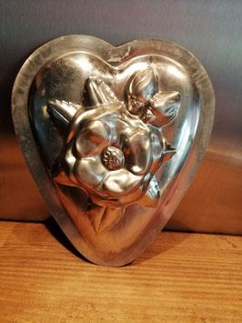 Oude chocoladevorm hart met grote bloem, Vormenfabriek Tilburg, nummer 15840, afmetingen 19 x 16,5 cm