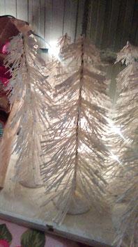 Mooie grote witte bottle brush trees, hoogte 23 cm, prijs per stuk.