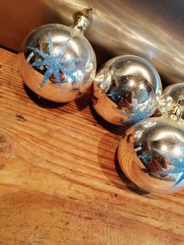 402 oude kerstbal zilver met blauwe glitter ster, 6,5 cm, prijs per stuk.