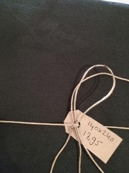 Mooi zwart damast tafelkleed met fleur de lis ingeweven. Afmeting 140 x 240 cm