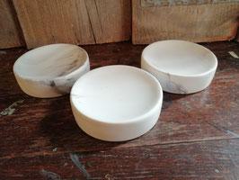 Mooie zeepbakje van keramiek met marmer decor, diameter 10 cm, prijs per stuk.