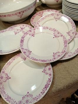 Frans brocante servies van St. Amand Dinoise, met fuchsia roze decor.