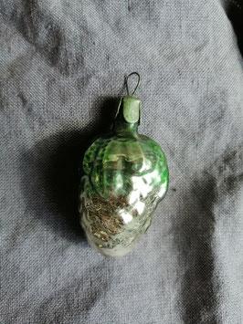 B510 oude kerstbal druiventros met groen blad, hoogte 6 cm