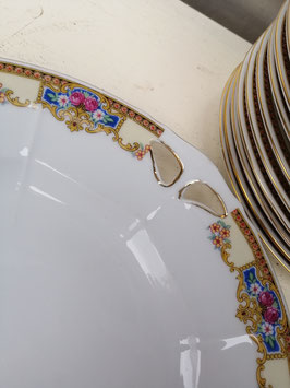 Mooi brocante gebaksstel met taartbord 26 cm en 12 gebaksbordjes 18 cm