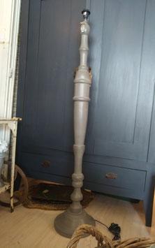 rachtige taupe grijze vloerlamp voet van maar liefst 140 cm hoog, met scharnierende fitting