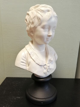 Mooie brocante gipsen buste van meisje, gebroken wit met zwarte voet. Hoogte 43 cm