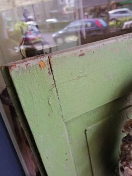 Mooie brocante raamluiken in groen (kleur is foto 1), afmetingen per geschakeld luik 136 x 47 cm, prijs voor de set van 2