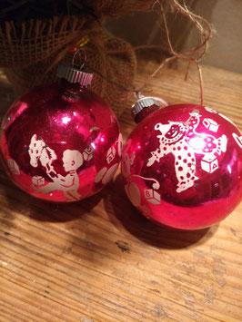 B071 set van 2 oude kerstballen fuchsia met witte decoratie van Amerikaans fabrikaat, 7 cm