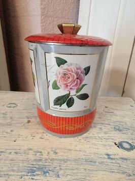 Vrolijk vintage blik in mooie vorm met verschillende bloemen, sluit goed af, afmetingen 15 x 14 cm