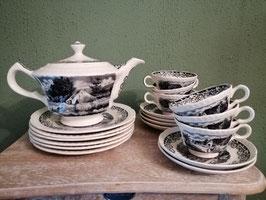 Mooie serviesdelen Societe Ceramique Maestricht decor Boerenhoeve zwart