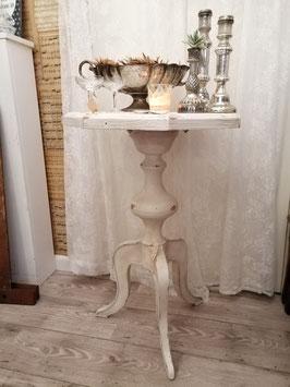 Mooie shabby chic gepatineerde wijntafel, met houten blad en metalen onderstel. Afmetingen 78 x 52 x 52 cm