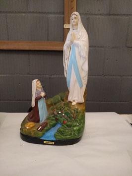 Mooi brocante gipsen beeld Maria van Lourdes met bernadette, afmetingen 25 x 14 x 8 cm