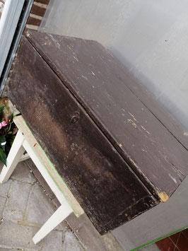 Mooie brocante houten kist in originele bruine verf, afmetingen 28 x 63 x 37 cm, € 49,95 #kist #bruin #opbergen #newstock #laviebrocante