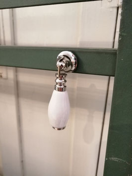 knop trekker wit nikkel, 5,5 cm, prijs per stuk.