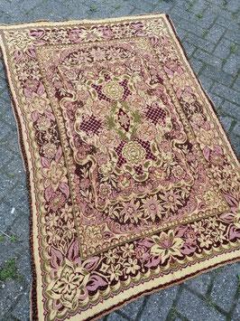 Vintage kleed nr 11, afmeting 175 x 122 cm, mooi op tafel, als grand foulard, wandkleed etc.
