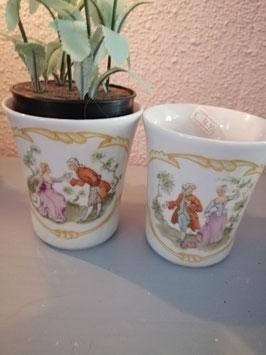 Mooie brocante bekers, om je koffie uit te drinken, bloemen in te zetten of plantje in te planten, afmetingen 10 x 8,5 cm, prijs voor de set van 2