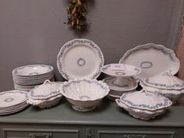 Mooi antiek servies van Johnson Brothers, decor Kings'Border/ Osborne, mooie kleur oud blauw! Datering 1910