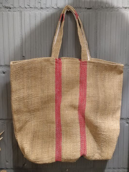 Mooie grote tassen of totebag gemaakt van oude meelzakkenstof, afmeting tas zonder hengsel circa 50 x 50 cm, prijs per stuk.