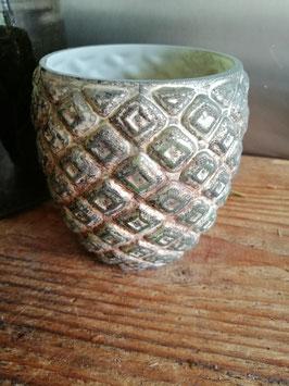 Mooie waxinelichthouder van dik groen gepatineerd glas, afmetingen 11 x 11 cm, prijs per stuk