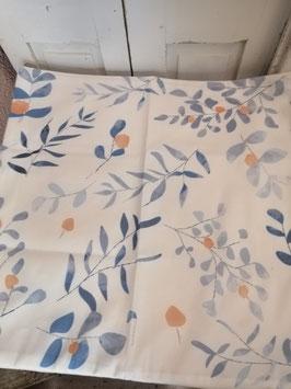 Mooie kussenhoes met blauw blader patroon, gemaakt van heerlijk zacht materiaal, 45x45 cm € 8,95 per stuk