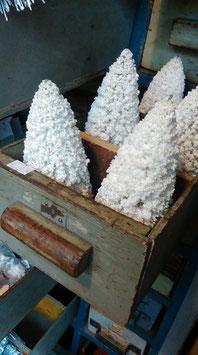Brocante kerstboompjes, in stijl van de bottlebrush tree! Hoogte 17 cm, prijs per stuk.
