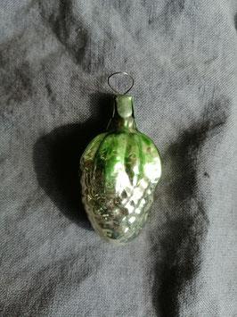 B509 oude kerstbal druiventros met groen blad, hoogte 6 cm