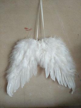Prachtige engelvleugels gemaakt van witte veren, afmeting 30 x 24 cm, prijs per stuk.