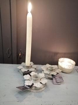 Mooie sobere kandelaars van zink gepatineerd metaal, afmetingen zonder kaars 4 x 8 cm, prijs per stuk