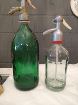 Kleine spuitwaterflessen, inhoud 500 ml, kom je niet vaak tegen! Hoogte 27 cm, prijs per stuk.