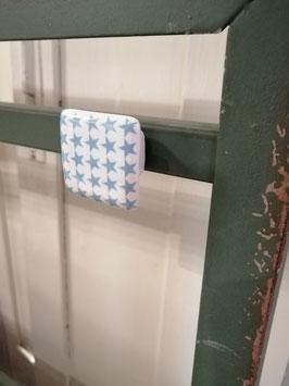 Knop blauw wit, 3,5 cm, prijs per stuk.