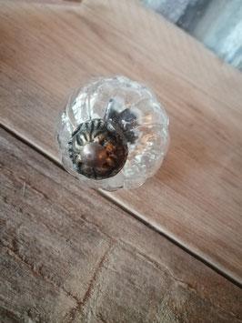 Knop gegolfd glas en metaal, diameter 5 cm, prijs per stuk.