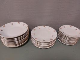 Mooie brocante borden met roze roosjes, duurzaam en klassiek gezellig!