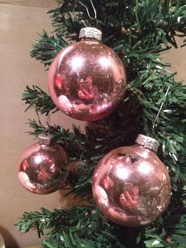 B069 oude kerstbal licht roze, 7 cm, prijs per stuk.