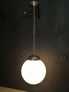 Prachtige extra grote art deco pendule schoollamp, met wit opaline kap, nieuwe bedrading, afmetingen 95 x 30 cm