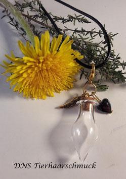 Glasanhänger mit Hämatit-Herz und kleinen Flügel