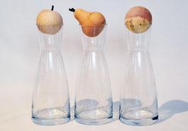 Wasserkaraffe mit Zirbenobst/-kugel