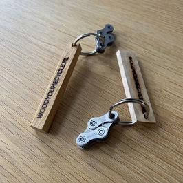 Kleine sleutelhanger met fietsketting (keuze uit hout of leer)
