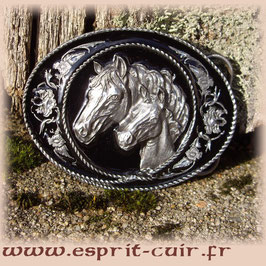 Boucle Siskiyou chevaux fond noir