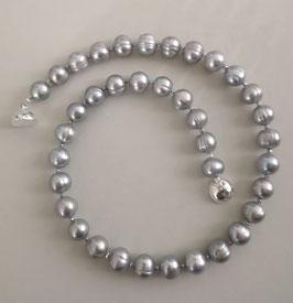 "Perlenkette ""Silver Moon II"" - der Klassiker in silbergrau - Süßwasserzuchtperlen mit 925er Magnetverschluss – ca. 45 cm lang."