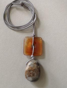 Charm-Kette Quadrat aus Carneol / Jaspis / Lederband grau