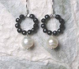 Ohrringe Onyx facettiert / Perle weiß / 925er Silber