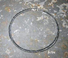 """Feine Kette """"Shades of Grey"""" aus facettiertem Hämatit in silber und anthrazit im Wechsel – Länge ca. 90 cm."""
