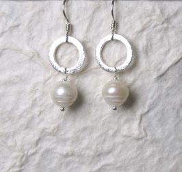 Ohrringe Perle weiß mit Kreiselement/ 925er Silber