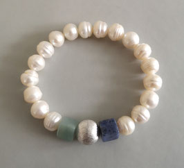 Perlenarmband weiß ca. 9,5 -10 mm / Würfel aus Amazonit und Sodalith / Silberkugel 12 mm