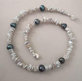 "Perlenkette ""BLUE MOMENTS ONE"" -  Süßwasserzuchtperlen mit 925er Magnetverschluss – ca. 44 cm lang."