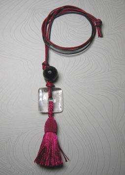 """Quastenkette """"Berry"""" - Kette aus Bergkristall und Onyx mit Quaste  in einem tiefen Beerenrot und passenden Lederbändern in rot und schwarz"""