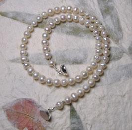 """Perlenkette """"Little Lady Two"""" - Weiße Süßwasserzuchtperlen mit 925er Magnetverschluss – ca. 43,5 cm lang"""
